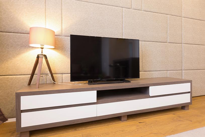 ชั้นวางทีวีที่มีความกว้างเหมาะสมกับโทรทัศน์